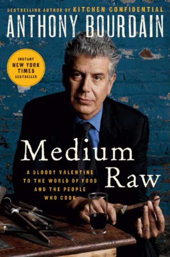 Cover image for Medium Raw: A Bloody Valentine to the World of Food and the People Who Cook (P.S.)